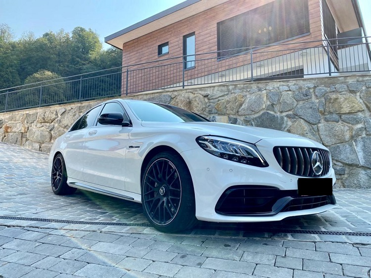 Mercedes-Benz C63 AMG mieten in Innsbruck